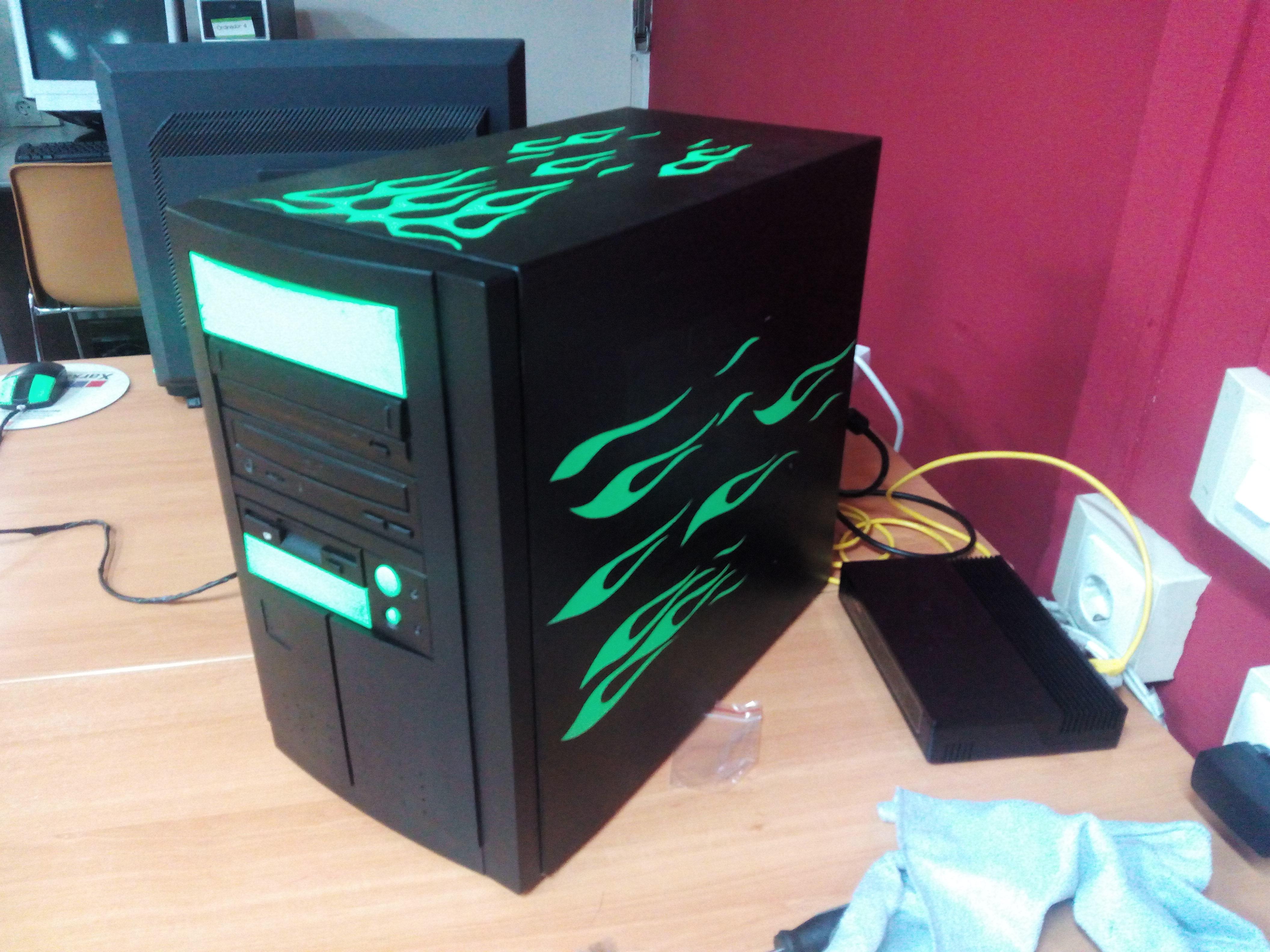Imatge de l'ordinador de sobretaula.