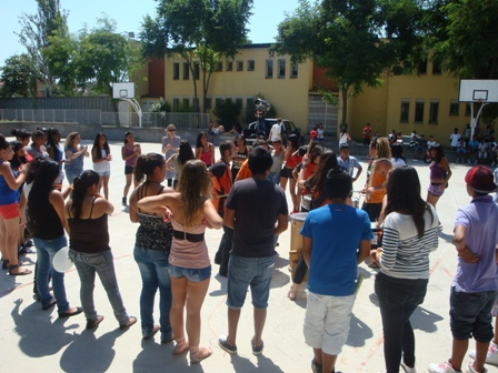 Joves del districte 6è de Sabadell d'Espronceda durant una activitat