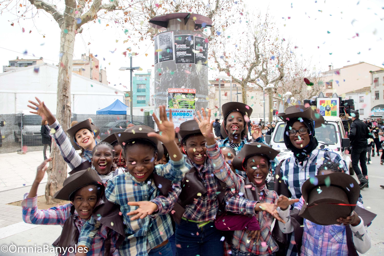 Usuaris del Punt un moment durant la Rua de Carnestoltes, a Banyoles