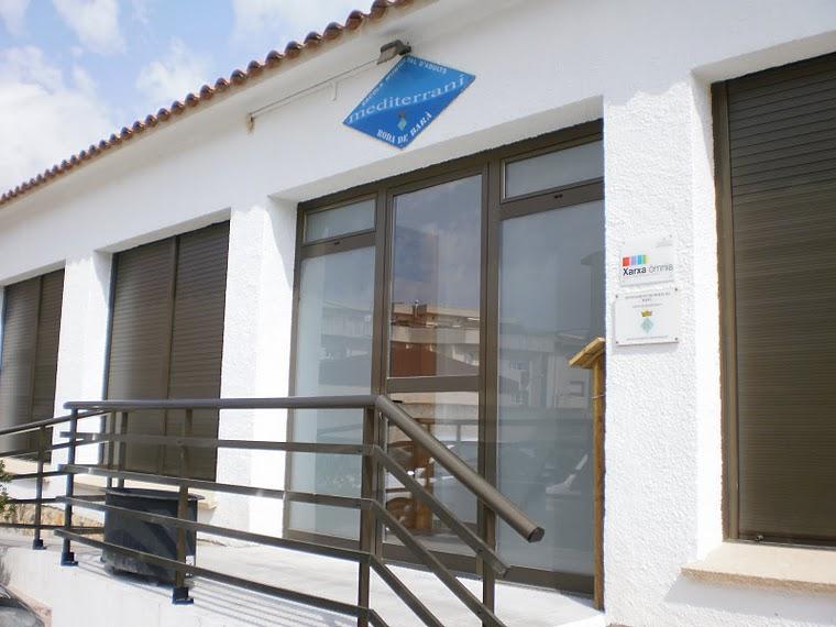 Porta d'entrada a l'escola d'adults Mediterrani