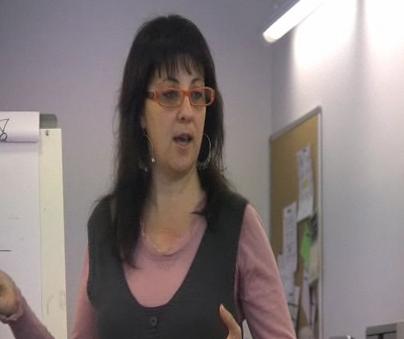 Isabel Becerra fent classe