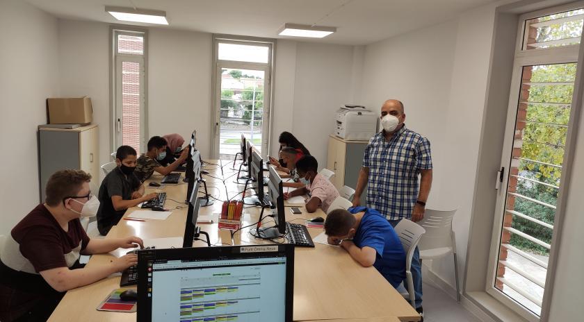 Activitats TIC amb joves al Punt Òmnia Casal Cívic de Reus