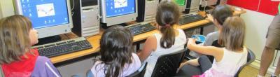 nens i nenes davant dels ordinadors
