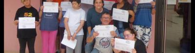 foto grup amb diplomes
