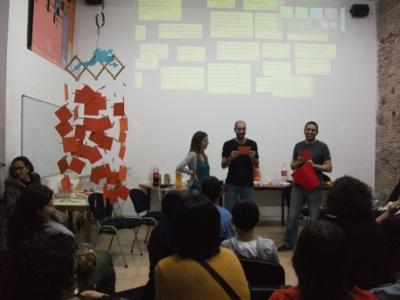 Imatge de la pluja d'idees dels 20 anys del Teb amb joves i adults